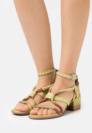 Sandals - zen