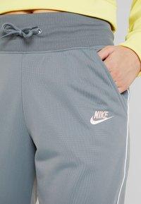 Nike Sportswear - PANT - Tracksuit bottoms - cool grey/white - 4