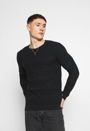 SAVION  - Stickad tröja - black