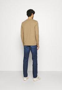 Tommy Hilfiger - CORE DENTON - Straight leg jeans - denver indigo - 2