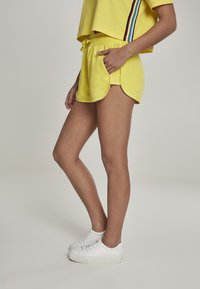 Urban Classics - LADIES TOWEL HOT PANTS - Verryttelyhousut - brightyellow - 3