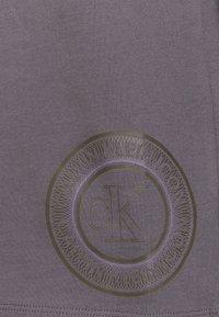 Calvin Klein Underwear - ICONIC LOUNGE PANT SET - Pyjama set - purple haze - 6