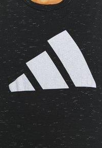 adidas Performance - WIN 2.0 TEE - T-shirt imprimé - black melange - 5