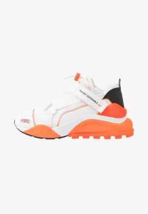 Trainers - white/black/fluo orange