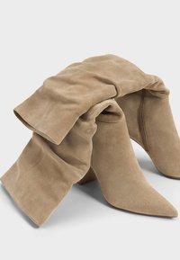 Bershka - IN KNITTEROPTIK  - Vysoká obuv - beige - 4