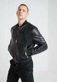 Versace Jeans Couture - GIUBBETTI UOMO - Kožená bunda - nero - 3