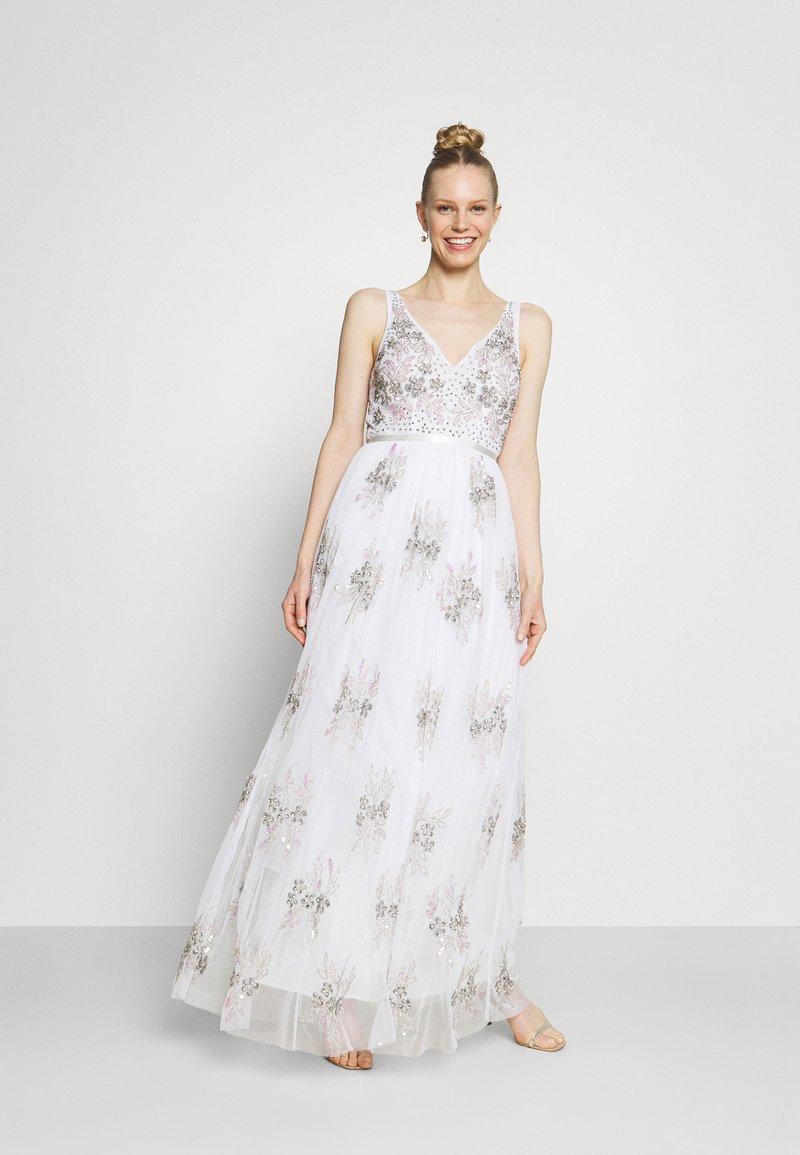 Maya Deluxe - EMBELLISHED BOW BACK DRESS - Společenské šaty - white
