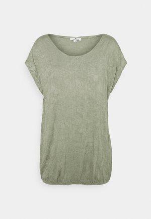 CRINCLE - Print T-shirt - prairie grass green