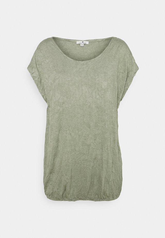 CRINCLE - T-Shirt print - prairie grass green