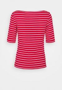 GAP Petite - BOATNECK - Print T-shirt - red white - 1