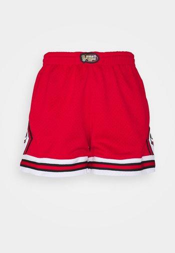 NBA CHICAGO BULLS WOMENS JUMP SHOT SHORT - Club wear - red