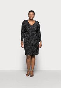 Evans - POLKADOT PLEATED DRESS - Denní šaty - black - 0
