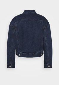 Levi's® - NEW HERITAGE TRUCKER - Jeansjakke - dark blue denim - 6