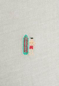 REVOLUTION - REGULAR - Print T-shirt - lightgreen - 2