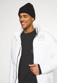 Common Kollectiv - JACKET UNISEX  - Winter jacket - off white - 3