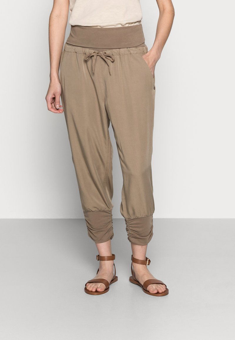 Cream - LINE PANTS - Trousers - timber wolf