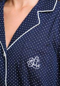 Lauren Ralph Lauren - HERITAGE 3/4 SLEEVE CLASSIC NOTCH COLLAR SLEEPSHIRT - Nattskjorte - dot navy/white - 3