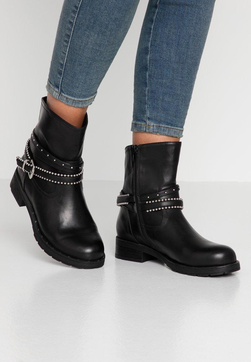 H.I.S - Kovbojské/motorkářské boty - black