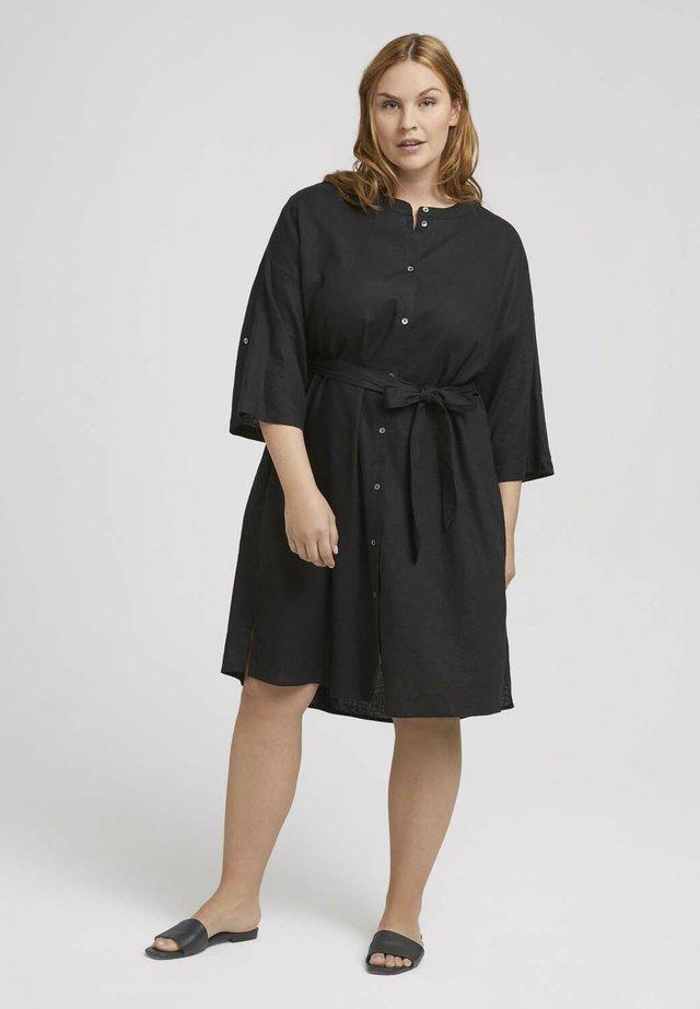 DRESS STYLE WITH BELT - Denní šaty - deep black