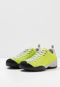 Scarpa - MOJITO UNISEX - Zapatillas de senderismo - green fluo - 2
