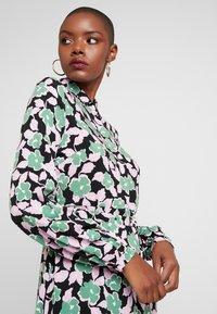 Moves - ELINOA - Shirt dress - black/green/pink - 5