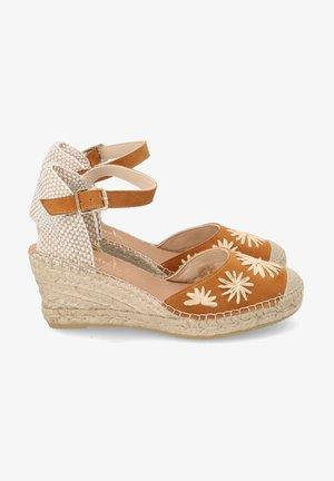 Sandalias de cuña - camel