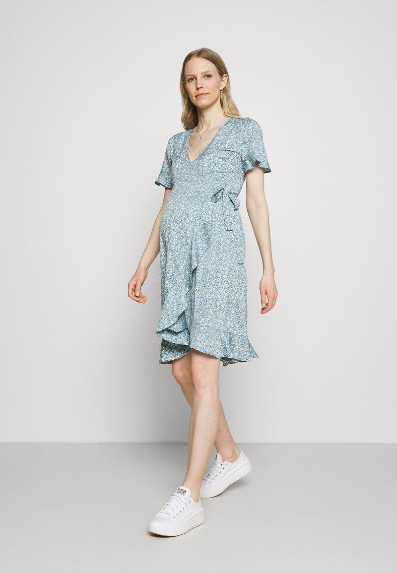 ONLY - OLMOLIVIA WRAP DRESS - Žerzejové šaty - dusk blue