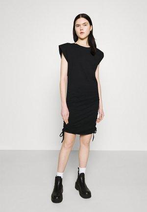 ONLPERNILLE ROUCHING DRESS - Žerzejové šaty - black