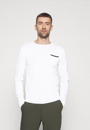 Stickad tröja - bright white
