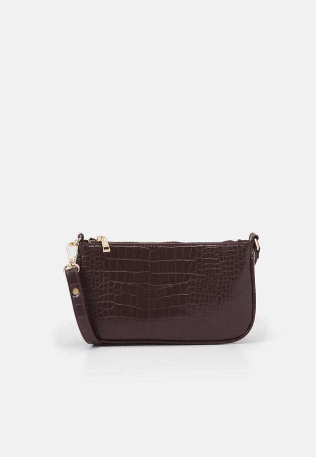 ONLBELINDA BAGETTE BAG - Clutches - chocolate brown