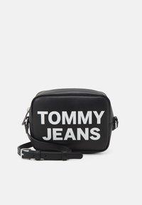 Tommy Jeans - ESSENTIAL CAMERA BAG - Skulderveske - black - 0
