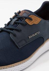 Bugatti - DEXTER - Matalavartiset tennarit - dark blue - 5