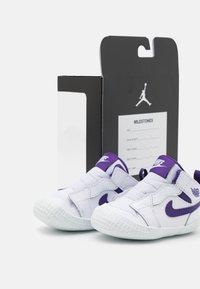 Jordan - 1 CRIB UNISEX - Scarpe da fitness - white/court purple - 5