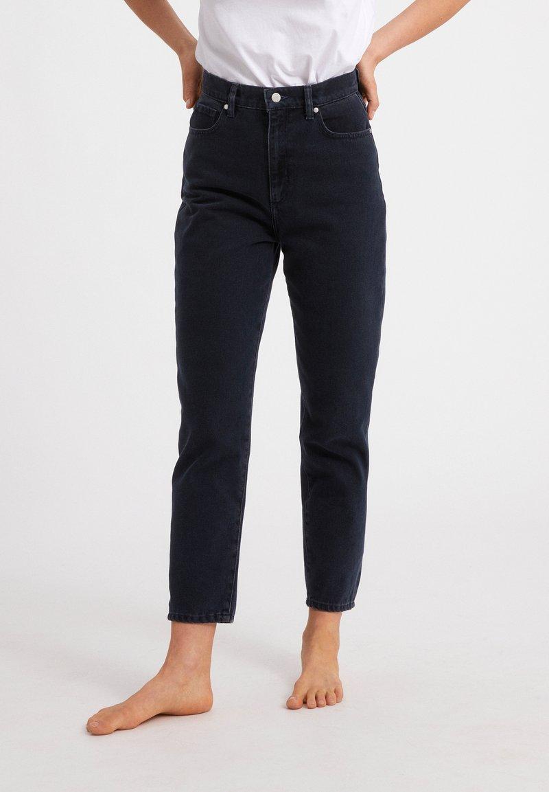 ARMEDANGELS - MAIRAA  - Slim fit jeans - black/blue