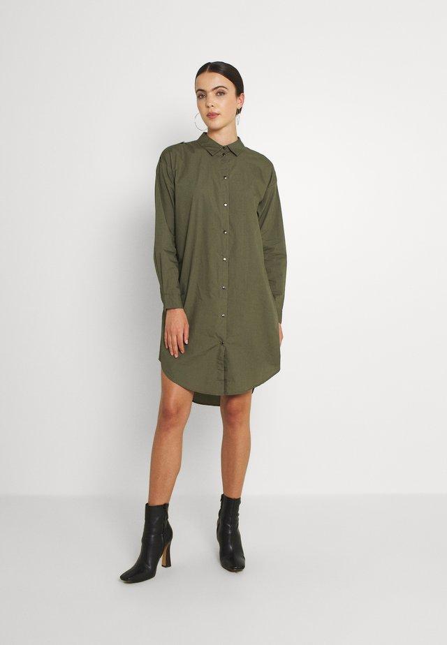 JDYPIPPA BOYFRIEND SHIRT DRESS - Shirt dress - kalamata
