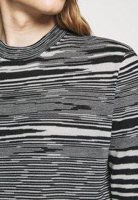 Missoni - SLEEVELESS CREWNECK - Pullover - black/white - 5