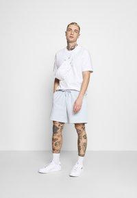 adidas Originals - PREMIUM UNISEX - Short - halo blue - 1