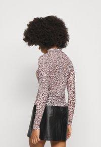 New Look Petite - ANIMAL  - Maglietta a manica lunga - pink - 2