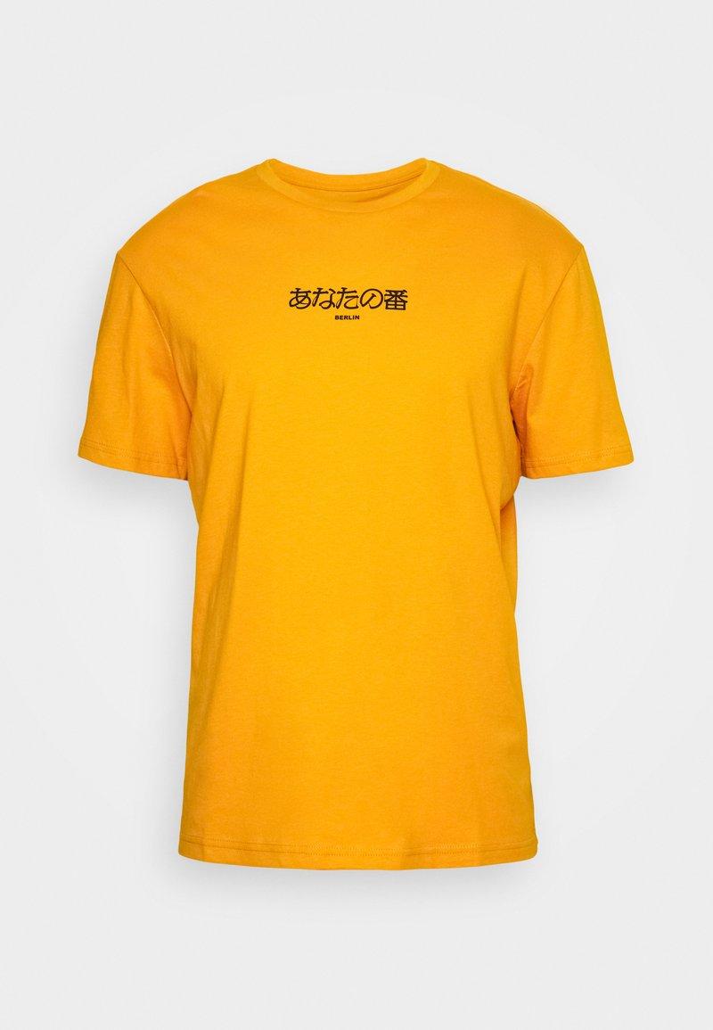 YOURTURN - T-shirt med print - yellow