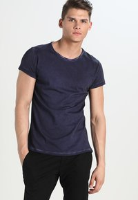 Tigha - MILO - T-shirt - bas - vintage midnight blue - 0