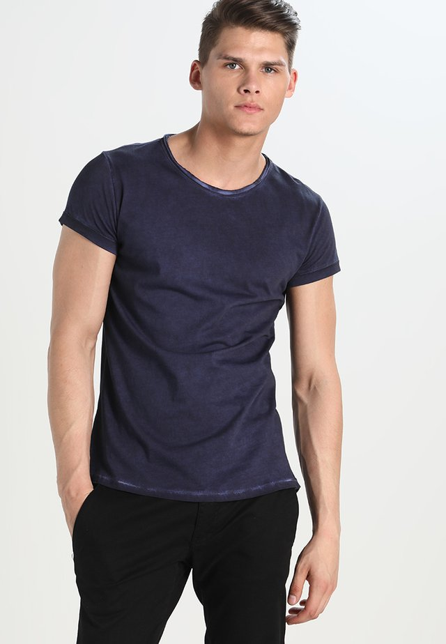MILO - Basic T-shirt - vintage midnight blue