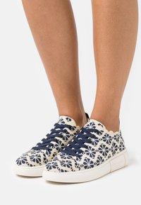 kate spade new york - LIFT - Sneakersy niskie - blazer blue - 0