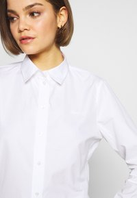 Lacoste - REGULAR FIT CF5614  - Button-down blouse - white - 5