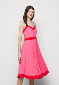 Milly - JILL PLEAT POLY DOBBY DRESS - Korte jurk - watermelon/coral - 3