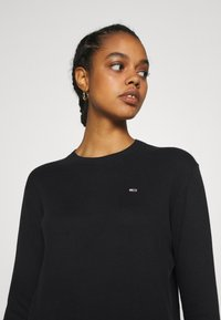 Tommy Jeans - SOFT TOUCH CREW SWEATER - Svetr - black - 3
