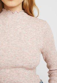 New Look - LETTUCE EDGE STAN - Strikkegenser - light pink - 4