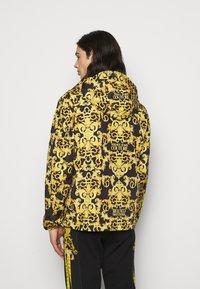 Versace Jeans Couture - PRINT LOGO BAROQUE  - Summer jacket - black - 2