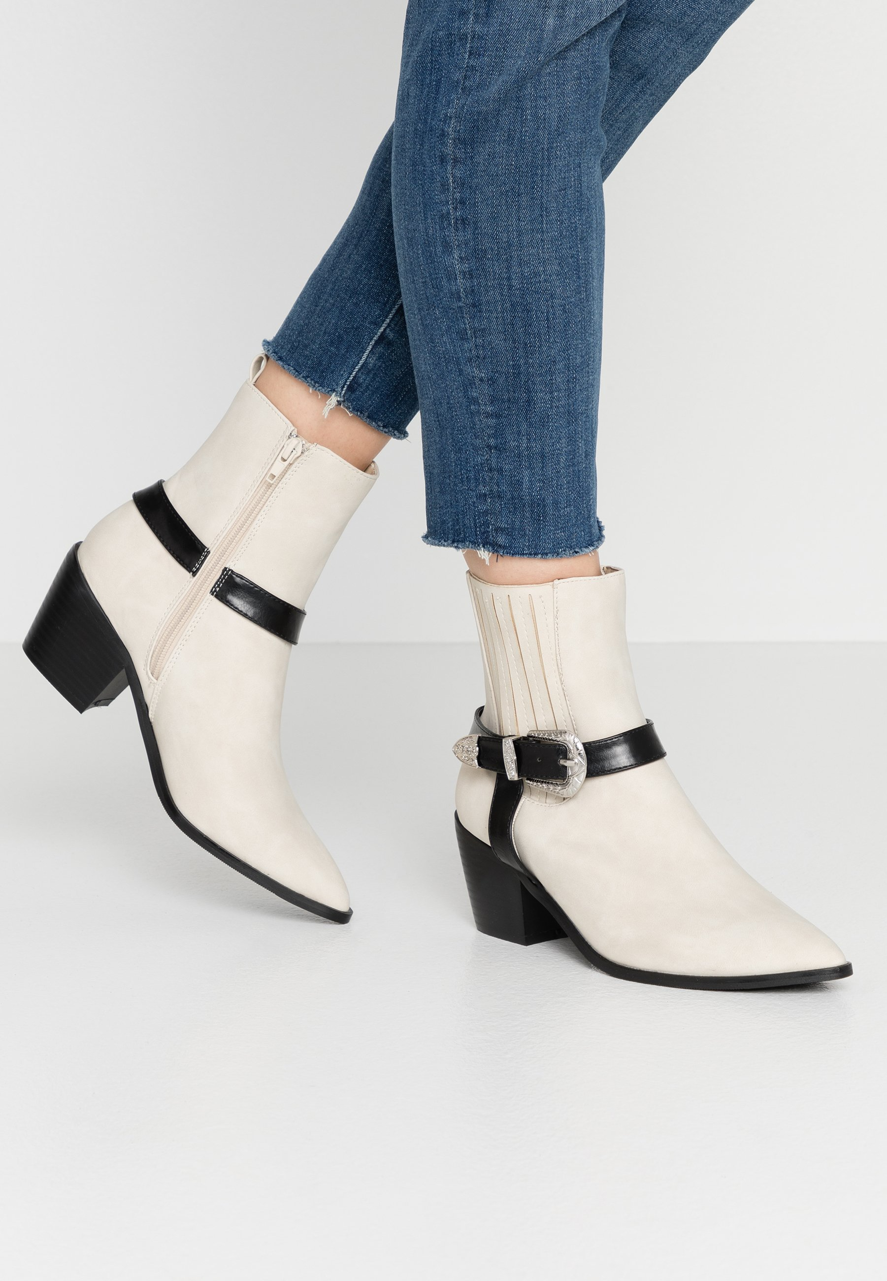 4th & Reckless Alba - Cowboy/biker Ankle Boot Nude