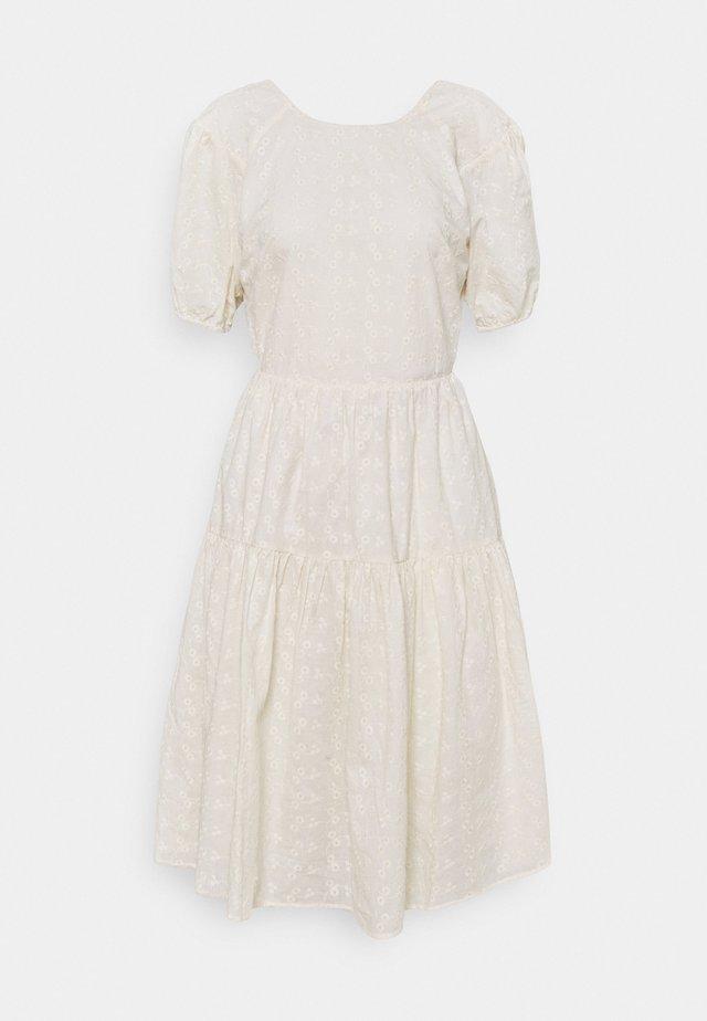 GLAISE DRESS - Vapaa-ajan mekko - whisper white