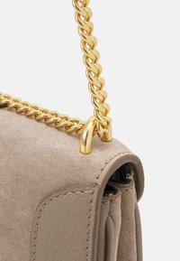See by Chloé - Hana evenning bag - Kabelka - motty grey - 3